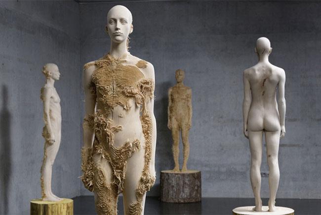 wood-figures-aron-demetz2