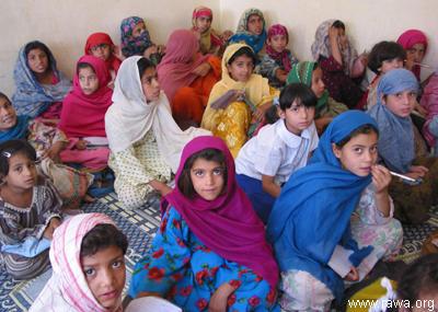 donne afganistan-RAWA school