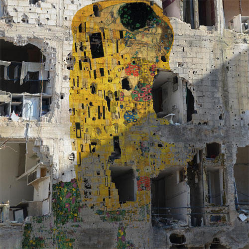 Tamman Azziz Il-bacio-di-Klimt-sulle-macerie-della-guerra in Siria- 200 morti al giorno