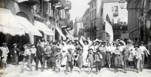 1maggio-Vercelli 1906, manifestazione di mondine per le otto ore