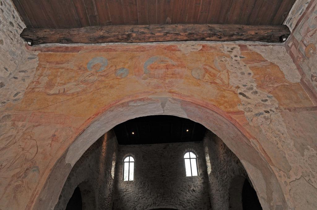 Arco Trionfale-Trono dell'Etimasia con Vangelo, corona e croce (Vittoria di Cristo) tra Angeli trionfanti.
