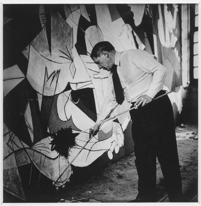 Dora Maar, Picasso al lavoro per Guernica, 1937
