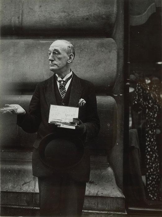 imageDora Maar, Nessuna elemosina, cercasi lavoro, Londra, 1934