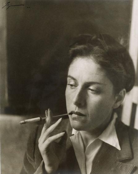 Izis (Israel Bidermanas), Ritratto di Dora Maar che fuma di tre quarti, 1946