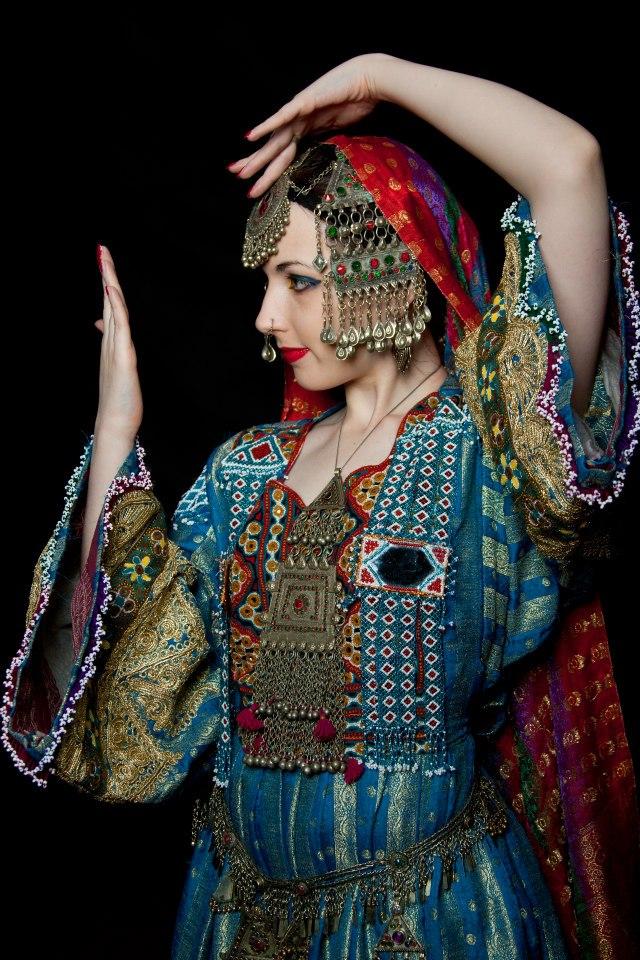 afghan_girl___mirror_dance_pose_by_apsara_art-d71r544