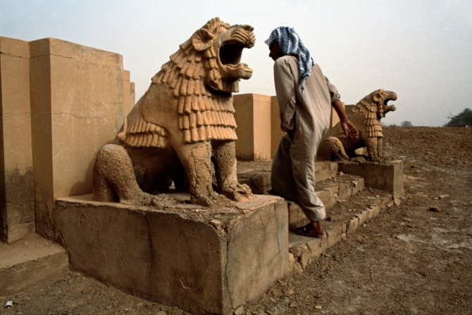 steve mccurry- Iraq, Iraqi Antiquities Looting,