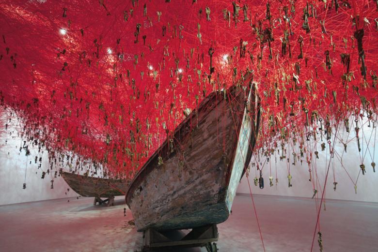 chicharu-shiota-the-key-in-the-hand-installation-la-biennale-di-venezia-1