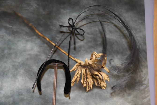 a fibula and hat
