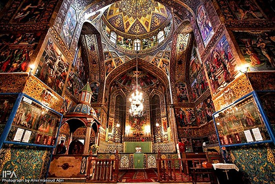 vank_cathedral_armenian_quarter_esfahan_iran-417