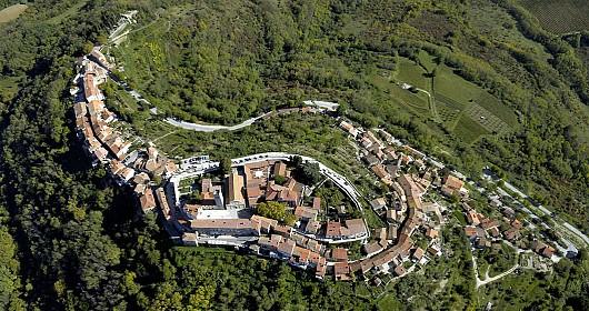 veduta aerea di montona-croazia