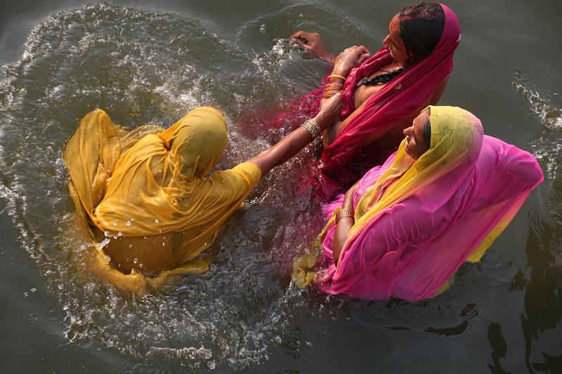 varanasi india bath