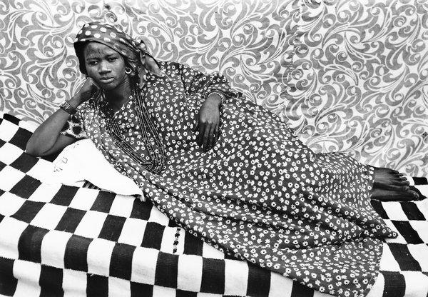 Seydou Keïta Untitled (Odalisque), 1957.- The Pigozzi Collection
