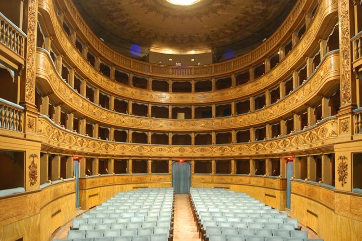 Interno_del_teatro