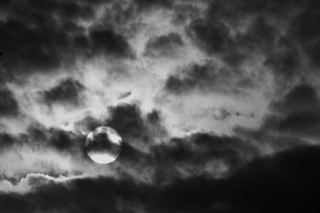 black-and-white-clouds-dark-moon-photography-favim